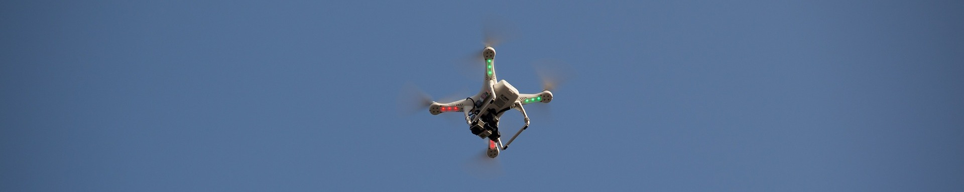 drone-464624_1920